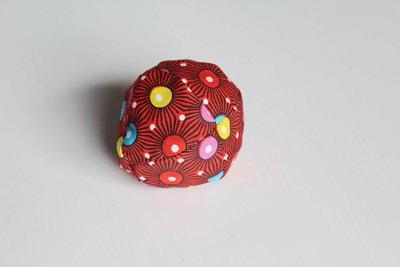 pittenzakje / rood met bollen